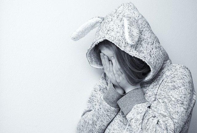 trastornos alimenticios en adolescentes niña pijama 1